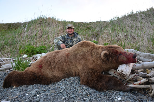 Bear hunting - Kelly Vrem Alaska