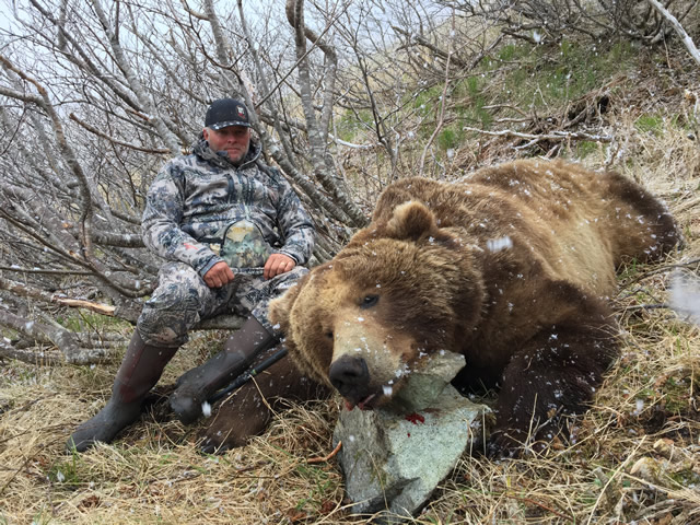 Bear Hunt in Alaska - AlaskaHunt.net